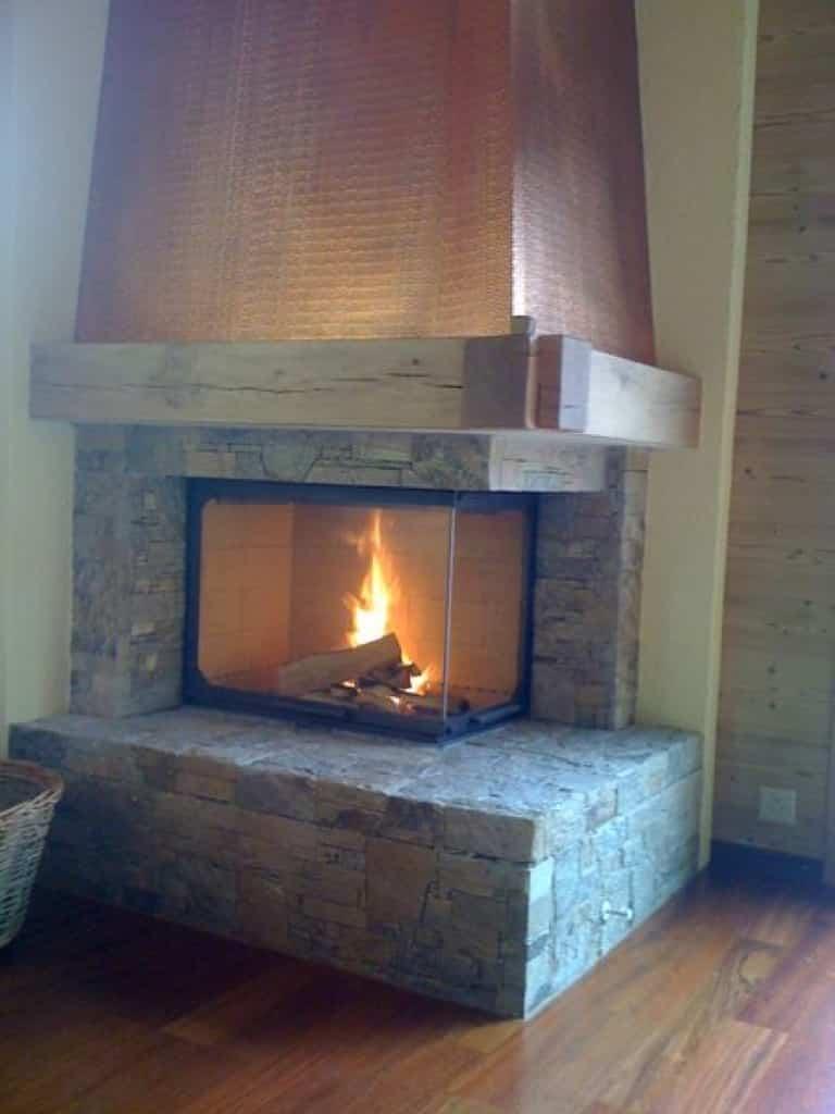 Chemin e avec hotte en cuivre morgins art feu - Habillage de cheminee exterieur ...