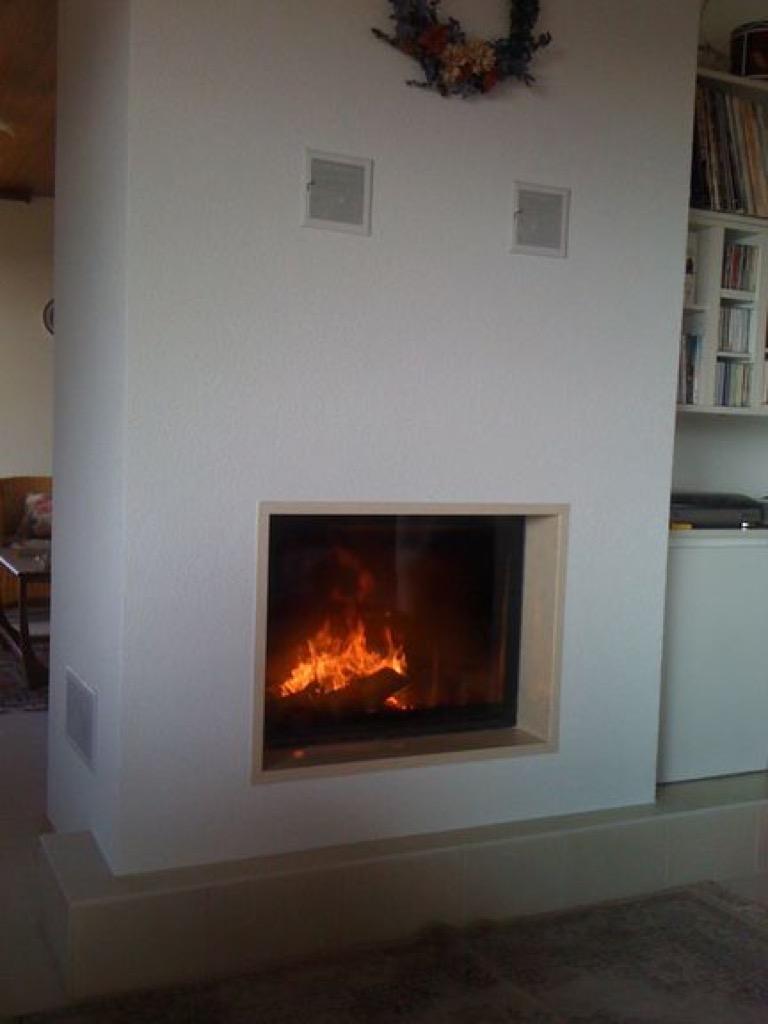 chemin e avec encadrement en granit laja poli brillant st l gier art feu. Black Bedroom Furniture Sets. Home Design Ideas